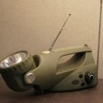 Radio z latarką, z wbudowanym dynamo.